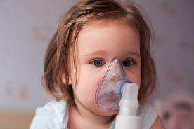 Leki z inhalatora ciśnieniowego dozującego z użyciem komory inhalacyjnej czy z nebulizatora? Co jest efektywniejsze, bezpieczniejsze i tańsze w terapii astmy u dzieci?