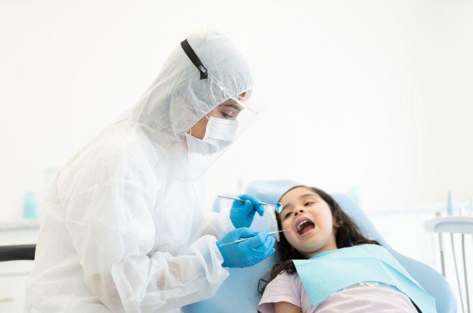 Pandemia nadgryzła Polakom zęby. Dentyści zaniepokojeni