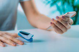 Domowa Opieka Medyczna: wysyłka pulsoksymetru bardzo droga