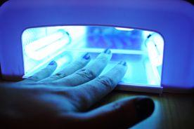Manicure z wykorzystaniem lampy UV zwiększa ryzyko raka?