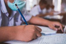 Raport na temat zdawalności egzaminów na medycynie