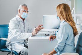 Przynajmniej jeden odległy skutek COVID-19 występuje u 37 proc. pacjentów